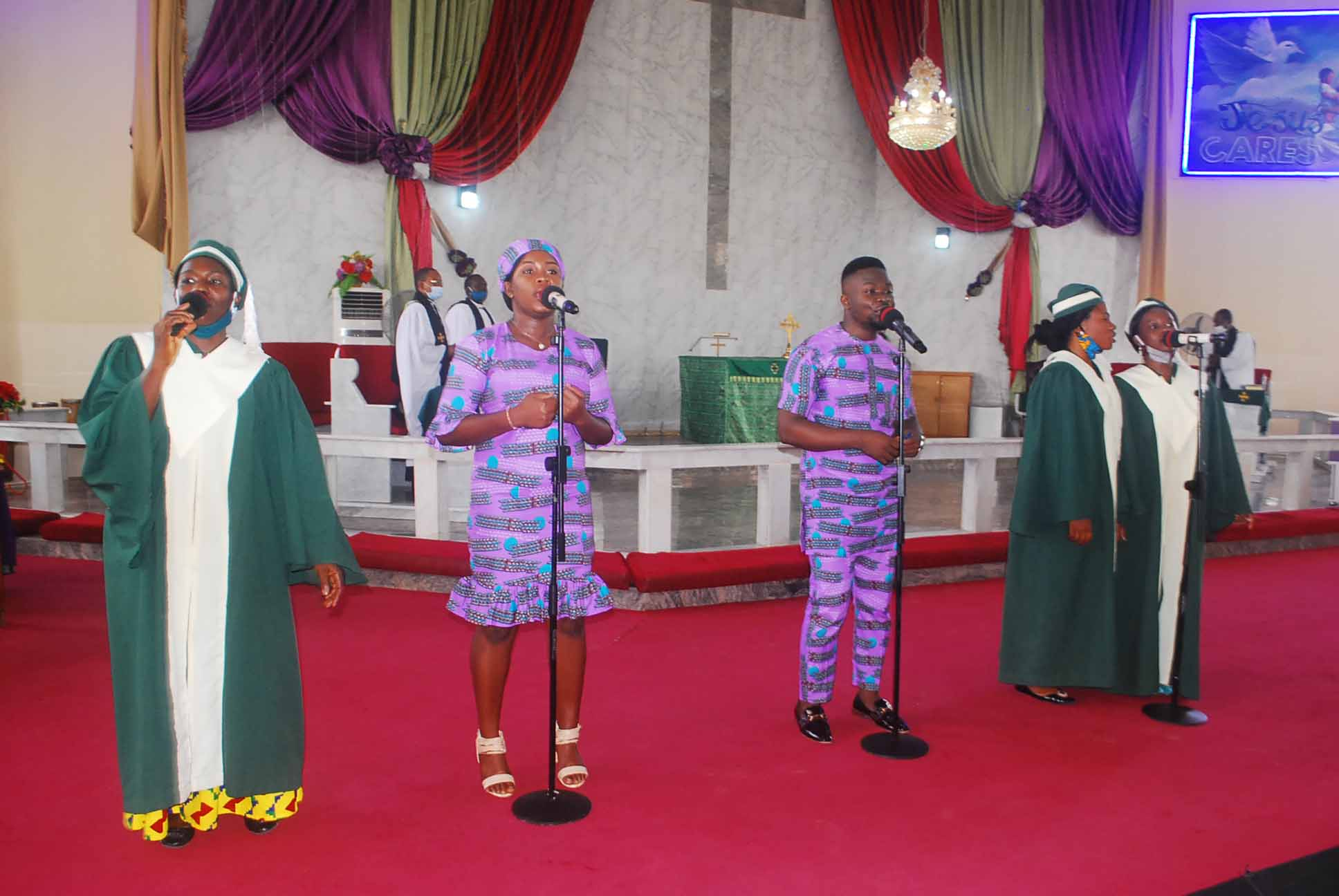 Praise and worship section...